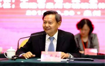 张崇和会长在中国工艺美术大师工作委员会成