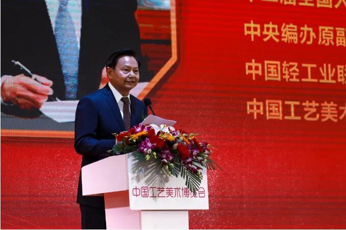 首届中国工艺美术博览会南京开幕